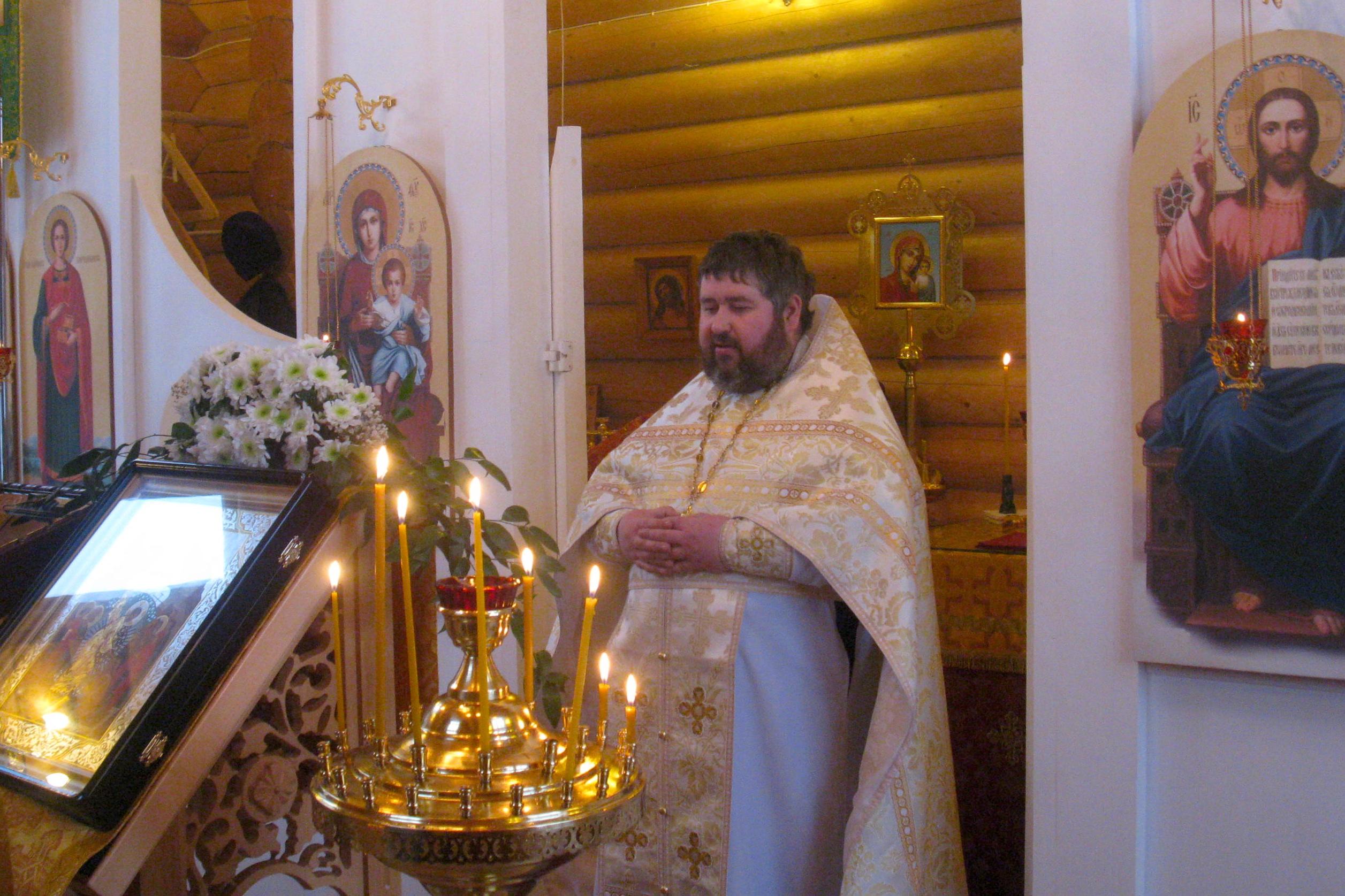 Настоятель Иверского храма священник Александр Владимирович Гинкель