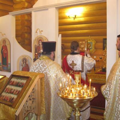 Священник Максим Василюк и диакон Владислав Серков.